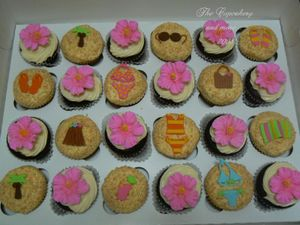 Luau_cupcakes